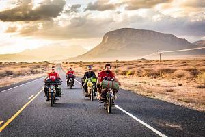 On the road. Slovenští motorkáři objevují na africkém kontinentu svobodu i sami sebe.