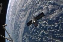 Soukromá nákladní loď Dragon americké firmy SpaceX dnes dorazila k Mezinárodní vesmírné stanici (ISS).
