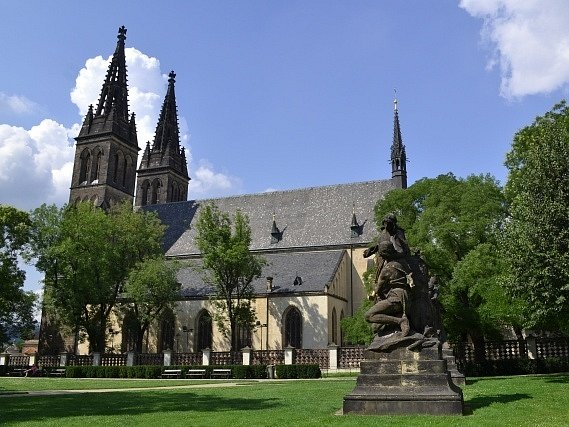 Bazilika sv. Petra a Pavla na Vyšehrade v Praze.