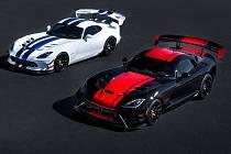Dodge Viper GTS-R Commemorative Edition ACR (vlevo) a 1:28 Edition ACR.