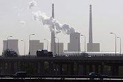 Námořní doprava je podle nových zjištění významným znečišťovatelem ovzduší. Ilustrační foto.