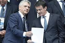 Dočasný šéf UEFA Ángel María Villar (vlevo).