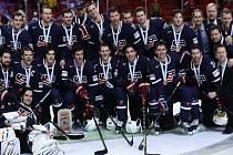 Hokejisté USA se po devíti letech dočkali medaile. Na MS ve Švédsku získali bronz.