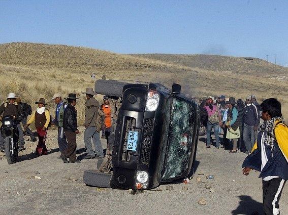Při střetech mezi demonstranty a policií přišli v Peru o život dva lidé a nejméně 40 dalších utrpělo zranění.