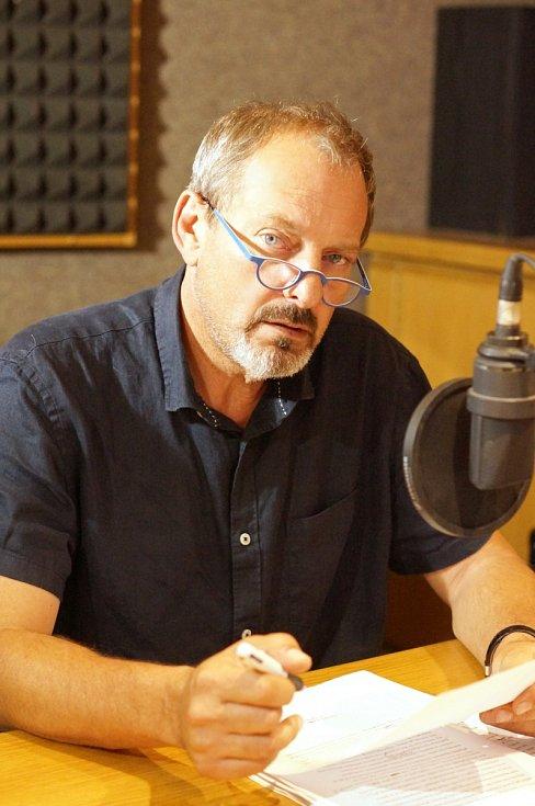 V letech 1990 až 2007 byl Otakar Brousek vangažmávMěstských divadlech pražských, kde na scéně Divadla ABC vynikl zejména voboru konverzační komedie.