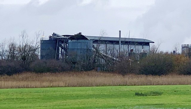 Mohutný výbuch, který otřásl skladištěm ve městě Avonmouth ležícím nedaleko Bristolu na jihozápadě Anglie, si vyžádal řadu obětí.