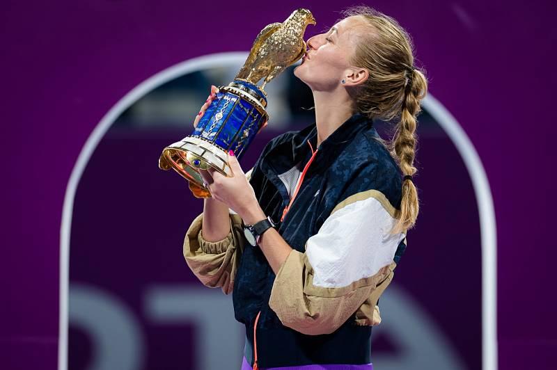 Petra Kvitová s trofejí z Dauhá