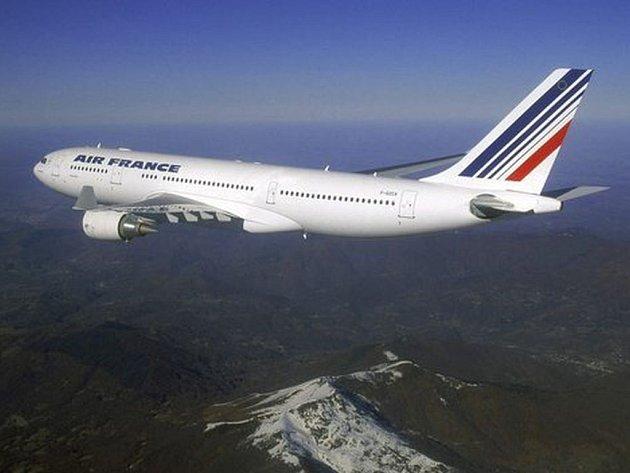 Letadlo s více než dvěma stovkami cestujících z Brazílie zmizelo nad Atlantikem. Asi nikdo nepřežil.