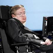 Britský fyzik Stephen Hawking se stal díky své populárně-naučné knize Stručná historie času známým po celém světě.