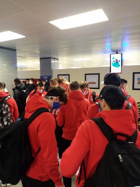 Fotbalový turnaj na Maltě: Přílet na místní letiště