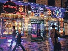 NELICHOTIVÁ PRVENSTVÍ. Žádná ze zemí v našem sousedství nemá v přepočtu na obyvatele tolik kasin jako jich funguje v České republice.