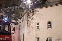 Přímo do střechy kostela se zabodla octavia combi v saském Limbachu. Třiadvacetiletý řidič jel příliš rychle, vyjel ze silnice, přelétl 30 metrů vzduchem a skončil sedm metrů nad zemí ve střeše kostela.