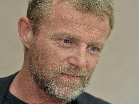 Norský spisovatel Jo Nesbo vystoupil 4. května v Praze na tiskové konferenci při příležitosti českého vydání své nové knihy Policie.