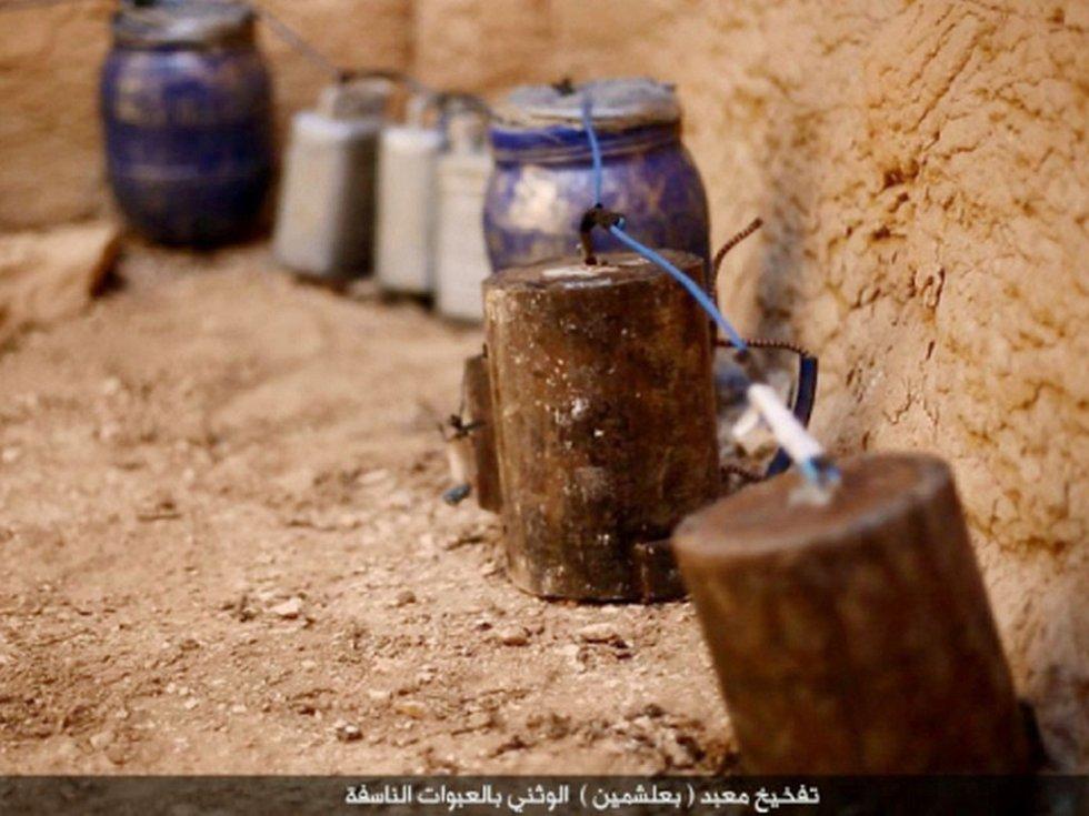 Radikálové z organizace Islámský stát (IS) zničili v syrské starověké Palmýře tři staré hroby. Byly to údajně ty nejzachovalejší z věžových hrobek na palmýrském pohřebišti.