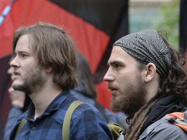 Přes 200anarchistů dnes vyrazilo na pochod Prahou ze Střeleckého ostrova na náměstí Míru. Zdroj: http://www.denik.cz/z_domova/pres-200-anarchistu-vyrazilo-na-pochod-prahou-protestuji-proti-valce-a-policii-20150501.html