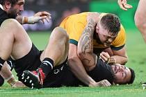 Ze zápasu Nový Zéland - Austrálie, v němž překvapivě vyhráli Australané (ve žlutém).