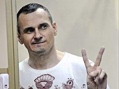 Ukrajina dnes oznámila, že jí ruské úřady odmítly vydat režiséra Olega Sencova, odsouzeného loni ruským vojenským soudem k 20 letům vězení za přípravu teroristických útoků na anektovaném Krymu.