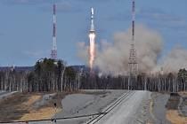 Odložený start první rakety z nového ruského kosmodromu Vostočnyj byl v noci na dnešek SELČ úspěšný.