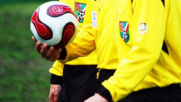 V Mostech u Jablunkova byl při fotbalovém utkání napaden rozhodčí.