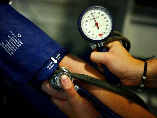 Hypertenze je problémem hlavně starších lidí, ve věku nad 60 let má vysoký tlak zhruba 60 procent obyvatel.
