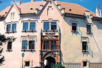 DNES PATŘÍ ZÁMEK ve Vrchotových Janovicích Národnímu muzeu v Praze.