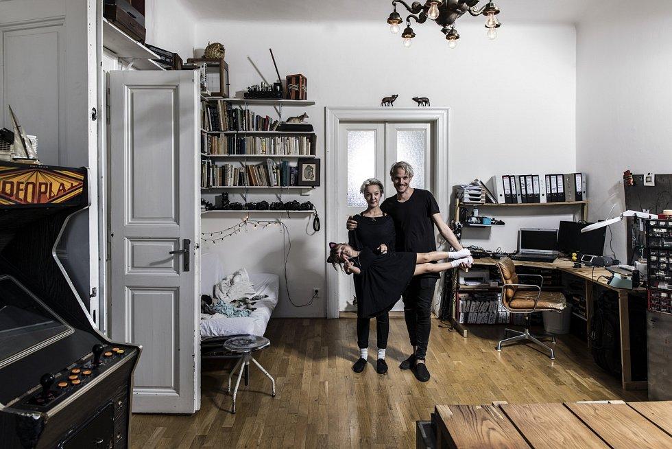 Léna Brauner s přítelem Petrem Puflerem a dcerou Jasmínou.