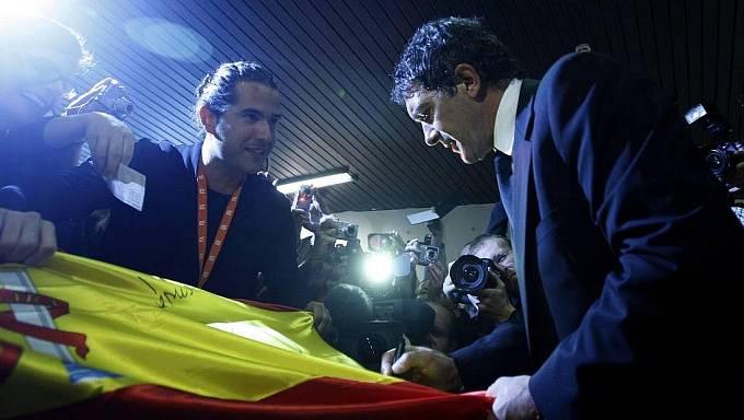 Španělský režisér a herec Antonio Banderas uvedl svůj film Letní déšť a obdržel Cenu ředitele festivalu při 44. ročníku mezinárodního filmového festivalu, který 10. července probíhal osmým dnem v Karlových Varech.