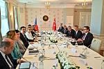Premiér Andrej Babiš a ministr průmyslu a obchodu Karel Havlíček jednali s tureckou ministryní obchodu Ruhsarou Pekcanovou.