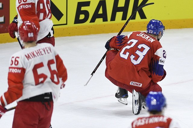 Vítězný zápas Česka proti Rusku. Dmitrij Jaškin z ČR se raduje z gólu