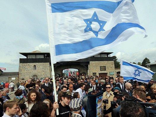 Politici si připomenuli na místě osvobození tábora Mauthausen.