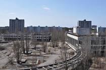 Černobyl se čtvrtstoletí po jaderné havárii začíná měnit z noční můry energetiků v turistickou atrakcí. Na snímku někdejší centrum opuštěného města Pripjať.