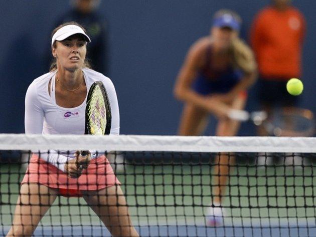 Martina Hingisová (vlevo) se po boku Daniely Hantuchové vrátila na turnaji v Carlsbadu na kurty.