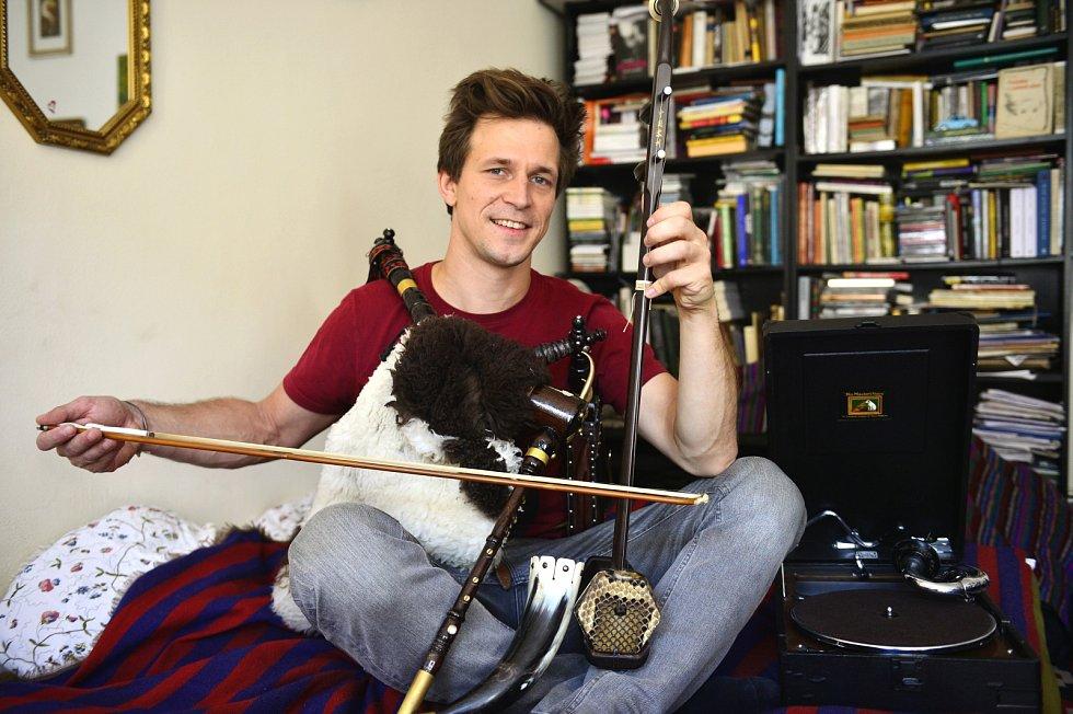 Igor Orozovič sbírá také hudební nástroje, vlastní třeba dudy.