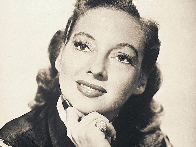 Z tanečnice herečkou. Evelyn Keyesová se krátce živila jako tanečnice v nočních klubech, ale už v sedmnácti se vydala do Hollywoodu.