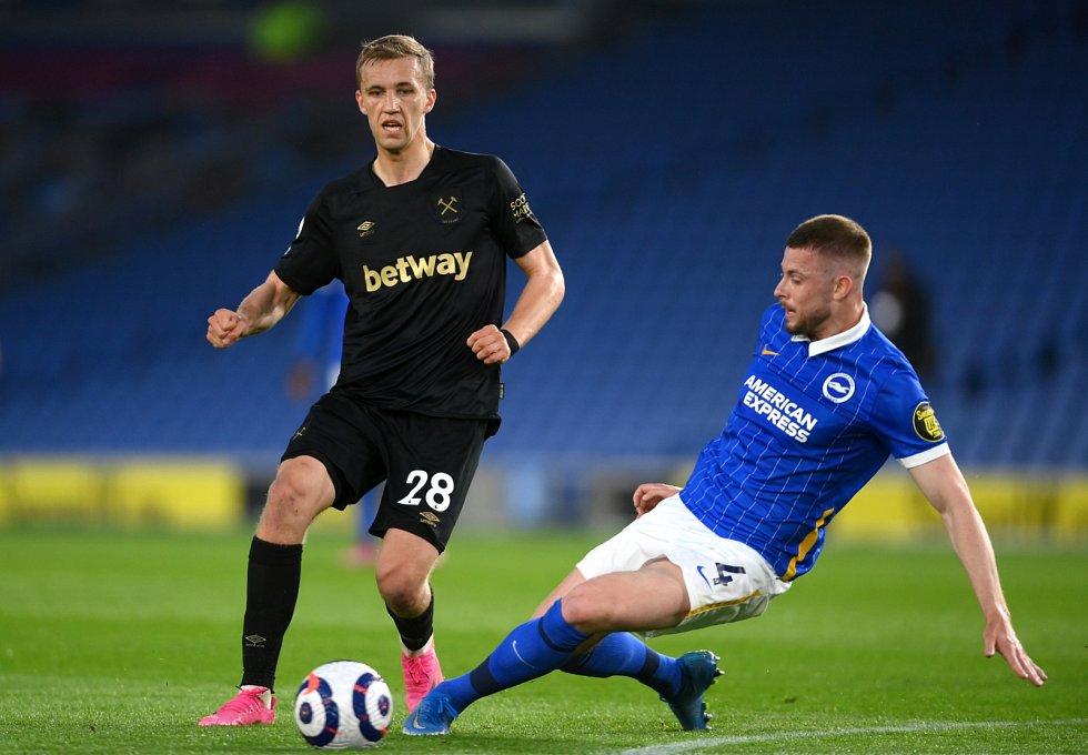 Tomáš Souček v utkání proti Brightonu
