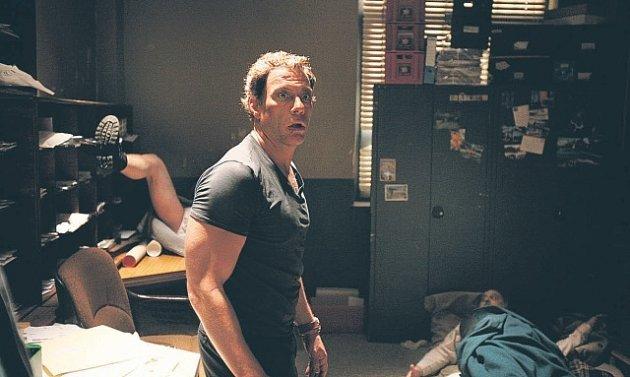 Na poště je živo. Jean-Claude Van Damme v situaci, kdy čelí své minulosti, popularitě i reálnému násilí.