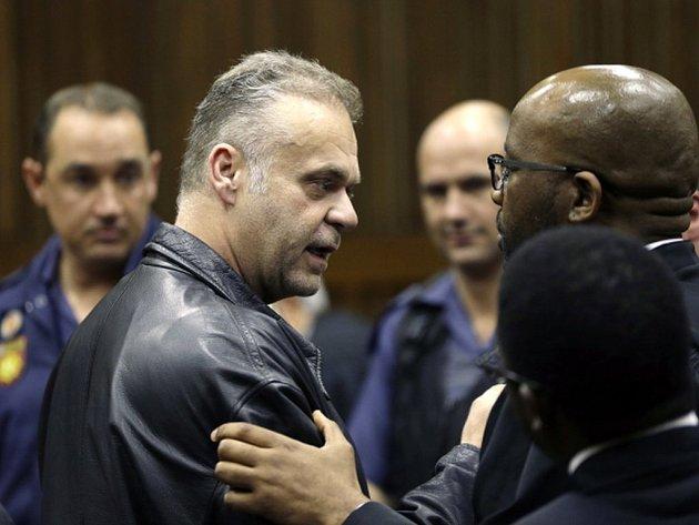 Soud v Johannesburgu shledal na konci srpna Krejčíře vinným z pokusu o vraždu, z únosu a z pokusu o přechovávání narkotik. Výši trestu by si měl obžalovaný podle dosavadních informací vyslechnout 12. října.