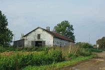Budova, ve které bylo internováno cca 200 raněných chorvatských vojáků a civilistů, později zastřelených příslušníky srbských paravojenských jednotek