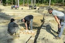 Archeologové pracující v místě někdejšího nacistického vyhlazovacího tábora Sobibor na východě Polska odkryli plynové komory, ve kterých bylo zmasakrováno odhadem na čtvrt milionu Židů.