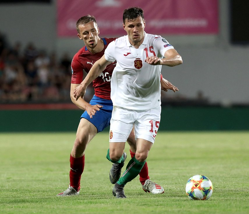 Zápas fotbalové kvalifikace ME 2020 ve fotbale mezi Českem a Bulharskem na Letné. Vzadu Tomáš Souček.