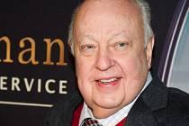 Šéf vlivné americké televizní stanice Fox News Roger Ailes odstoupil.