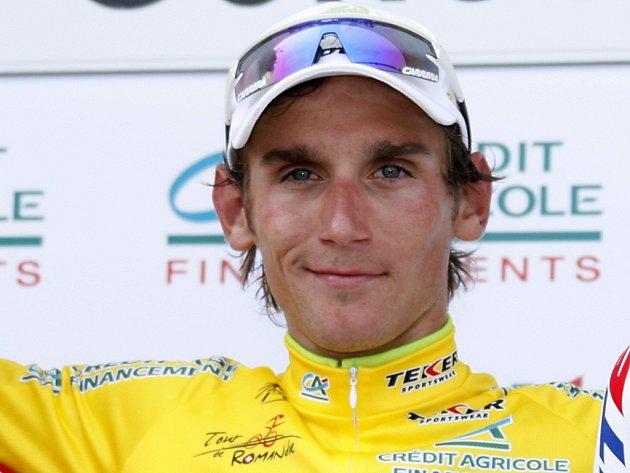 Roman Kreuziger se žlutým trikotem pro nejlepšího muže závodu Kolem Romandie.