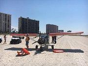 Letoun na pláži Sand Key