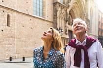 Senioři na dovolené ve Španělsku. Ilustrační snímek