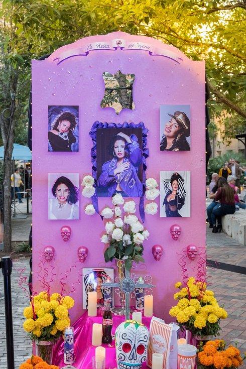 Hrob zpěvačky Seleny Quintanilla-Péreové dodnes navštěvují fanoušci