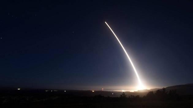 Test americké mezikontinentální balistické rakety Minuteman III.