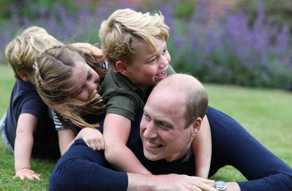 Narozeninové foto prince Williama. Fotila tradičně vévodkyně Kate