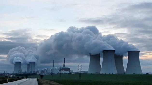 BEZ AMERIČANŮ. Modernizaci jaderné elektrárny Temelín ještě americká firma  Westinghouse úspěšně zvládla. Dostavba dukovanských reaktorů se podle všeho obejde už bez ní.