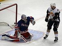 New York Rangers - Buffalo: Lundqvist a Tallinder