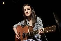 Anna Veselovská vydala nedávno debutové album.